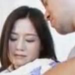 夫が選んだ単独男性と昼間に寝取られる微乳な美人妻